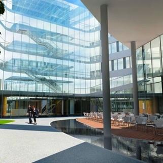Innenhof3 Formvollendete Büros in elegantem Neubau