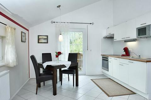 Bild 2 FLATHOPPER.de - 2-Zimmer Wohnung mit Studiocharakter inkl. Balkon in Bad Endorf - Landkreis Rosenhe