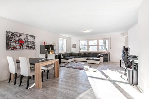Wohnbereich mit Südbalkon Modernisierte, helle 3-Zimmer-Wohnung mit großem Südbalkon