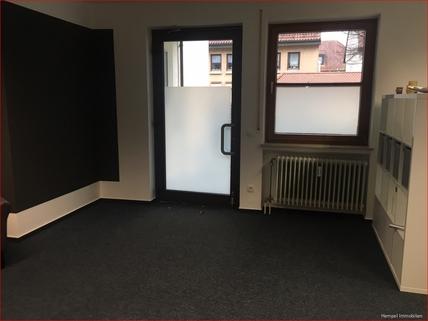 Eingangsbereich Gepflegte Gewerbefläche Praxis/Büro/Einzelhandel im Dorfkern mit Stellplätzen