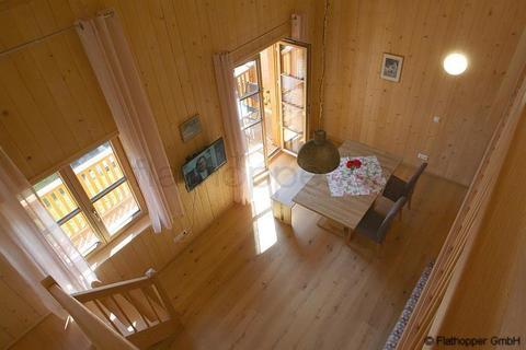 Bild 9 FLATHOPPER.de - 1,5 Zimmer-Galerie-Wohnung im Holzhaus mit Balkon -  bei Otterfing