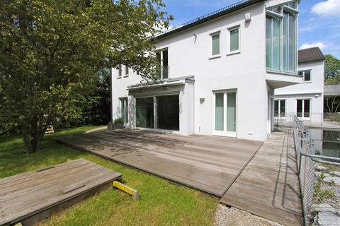 Terrasse Lichtdurchflutetes zeitlos modernes Einfamilienhaus mit natürlich angelegtem Felsenpool ruhige Lage