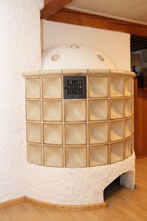 Kachelofen im Wohnzimmer Haushälfte mit ländlichem Charme - 82319 Starnberg