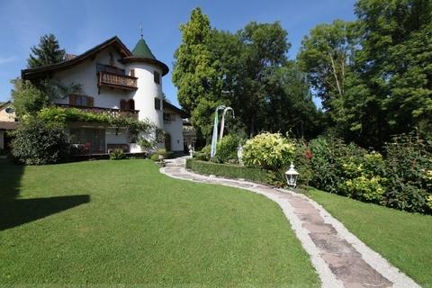 Im Park eingebettetes Haupthaus Wohntraum historisches Schlössel am Ammersee, kernsaniert, auf 5.000 qm uneinsehbarem Grund