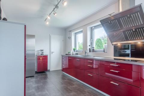 Einbauküche mit Speisekammer Mehrgenerationenhaus in Feldlage