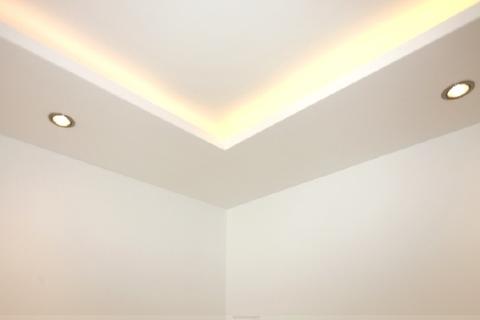 Elegante indirekte Beleuchtung Luxuriös renovierte 1-Zi.-Whg. mit Süd-Balkon und separater Küche mit Fenster in Planegg