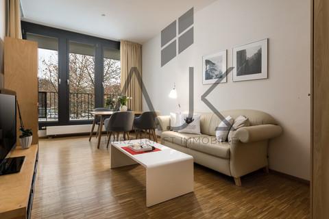 Wohnzimmer mit Essplatz Beste Ludwigsvorstadt: Zwei-Zimmer,   Loftcharakter - 13qm Süd/West Loggia, Keller/TG - bezugsfrei!