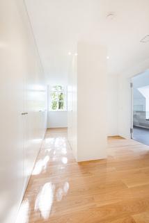 Ankleide Exzellent sanierte 3,5-Zimmer-Dachgeschoss-Wohnung in prächtigem Stadtpalais