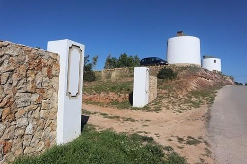 PD7602_mvc-001f.jpg Komplett umgebaute Windmühlen mit Gelände, Algarve