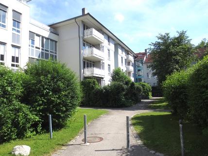 Anwesen **An den Isarauen**Lichtdurchflutete 2-Zimmer-Wohnung mit Balkon in Unterföhring**