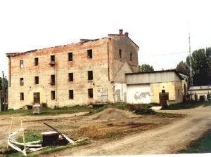 PH0064_mvc-001f.jpg Altes Mühlengebäude nahe dem Fluss Hernad