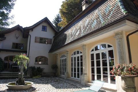 Atelierartiges Nebengebäude Wohntraum historisches Schlössel am Ammersee, kernsaniert, auf 5.000 qm uneinsehbarem Grund