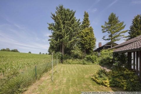 Hinter dem Haus WALSER: Traumhaftes Baugrundstück mit Altbestand im Fünf-Seen-Land