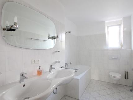 Bad im OG Familienfreundliches, großzügiges Reihenmittelhaus in schöner, ruhiger Lage Ottobrunn/Riemerling