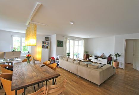 Wohn-/Esszimmer Helle, neuwertige 3-Zimmer-Wohnung mit Balkon in ruhiger Lage von Harlaching