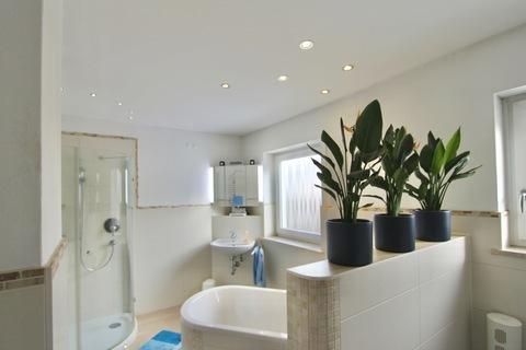 Bad im EG Ideale Kombination Wohnen und Arbeiten - klassisches Einfamilienhaus in schöner ruhiger Lage