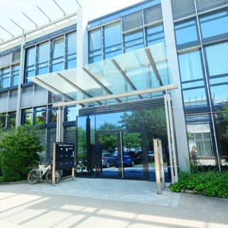 Eingang1 Klassisches Bürogebäude ... Perfekte Büros mit guter Verkehrsanbindung