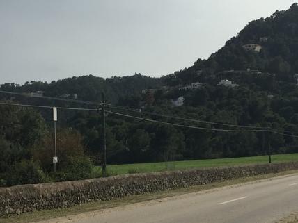 Straße zum Grundstück Mallorca, Costa Canymel, 11.500 m² Baugrundstück mit Traumblick auf die Bucht