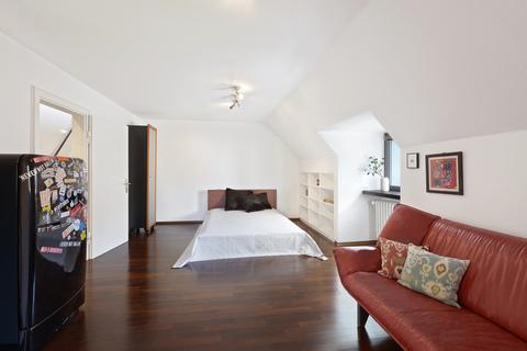 Dachzimmer Modernes Familiendomizil mit ca. 269 m² und Traumgarten