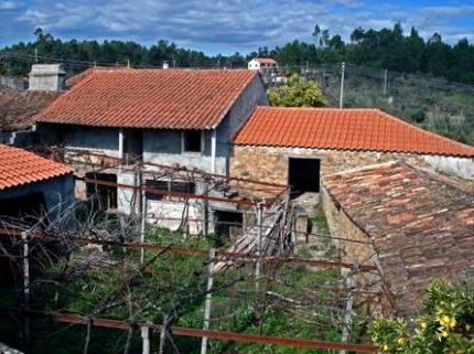 BM0100_mvc-001f.jpg Grosses Naturstein-Dorfhaus mit Innenhof und eigenem Brunnen