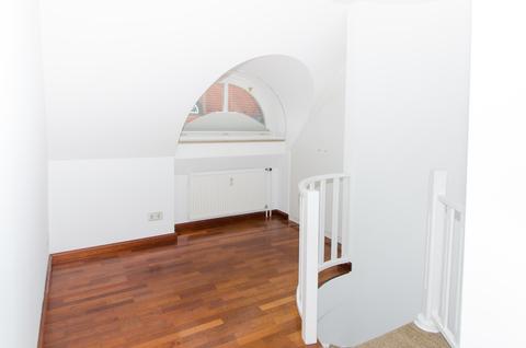 Arbeitsecke Lehel - Dachgeschosswohnung der besonderen Art