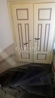 Treppen Aufgang - Teil 1 Gepflegtes Mehrfamilienhaus mit 8 Wohneinheiten in zentraler Lage in Ölsnitz-/Vogtland !