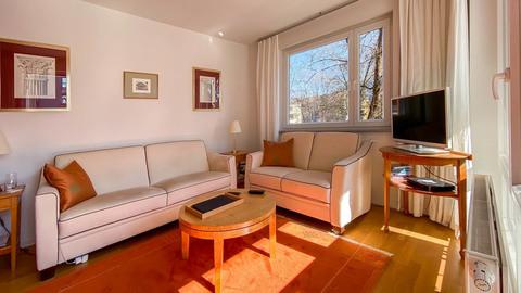 Wohnzimmer Hochwertig ausgestattete Balkonwohnung