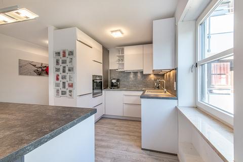 Offene Küche Modernisierte, helle 3-Zimmer-Wohnung mit großem Südbalkon