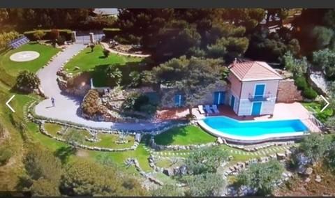 N60550102_mvc-001f.jpg Villa mit Pool und Hubschrauberlandeplatz