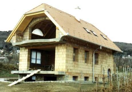PH0056_mvc-001f.jpg rohbaufertiges Haus mit 20 m² Weinkeller
