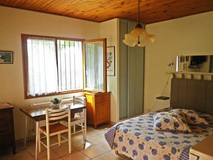 Studio Südfrankreich?... Warum eigentlich nicht?!<br /> <br /> Anwesen mit 3 Wohnungen und Pool in ruhiger Lage.