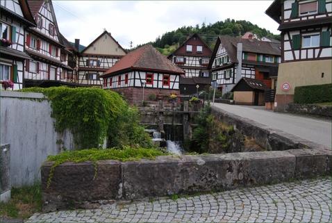 Blick übers Dorf... Wohnung sucht junge Familie....