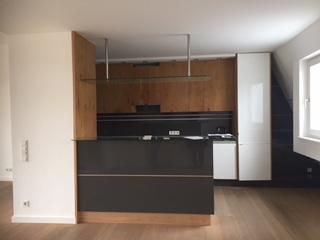 Küche Glockenbachviertel: 3 Zimmer Dachterrassenwohnung mit Kamin zu vermieten