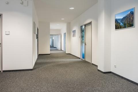 Flur STOCK - Herzlich Wilkommen an Board in Ihren neuen Büros
