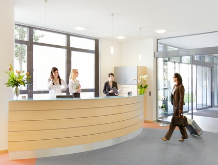 Rezeption Repräsentatives Bürogebäude in der Leopoldstraße, Büroräume von 14 m² bis 10800 m²