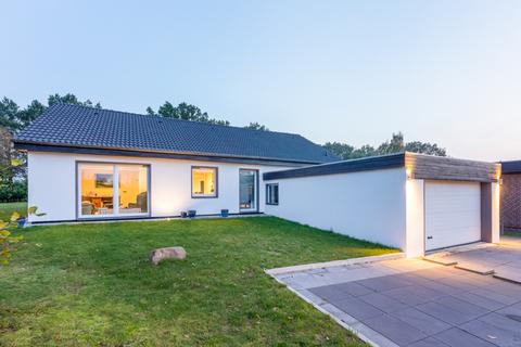Die Gewerbeimmobilie Lukratives Gewerbeimmobilien-Rendite-Paket (Fitness-Studio, Solarium, Geburtshaus) in HRO zu kaufen!