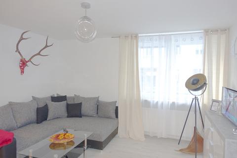 Livingbereich DG mit EBK Voll möblierte Zweizimmerwohnung - Erstbezug nach Komplettsanierung