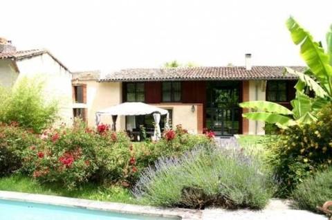 Bo1142_mvc-001f.jpg Stylish renovated spacious two storey, 8 bedroom farmhouse easily to d