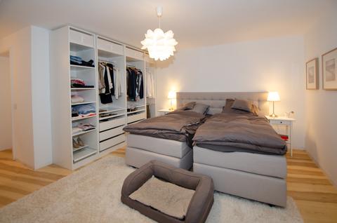 Schlafbereich Souterrain Eisbach-Privatzugang! Exklusive Erdgeschosswohnung über 2 Etagen (EG/UG)