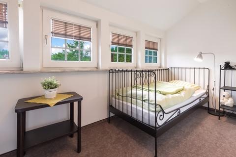 Zimmer 3 Gepflegtes Fachwerkanwesen mit Privatsee und Nebengebäuden