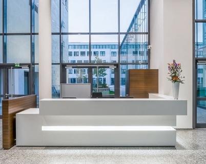Empfang STOCK - Super Büroflächen am alten Flughafen