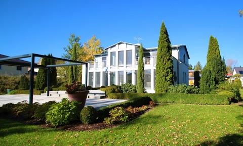 Bild 1 Moderne, lichtdurchflutete Villa mit Pool