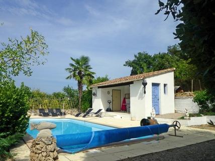 Pool mit Poolhaus Südfrankreich?... Warum eigentlich nicht?!<br /> <br /> Anwesen mit 3 Wohnungen und Pool in ruhiger Lage.