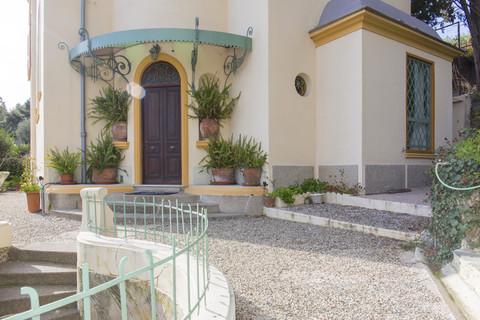 Ingresso Villa Italien im Liberty-Stil