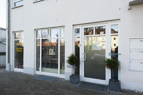Vorderansicht mit Schaufensterfront Moderne und helle Gewerbefläche in Pasing