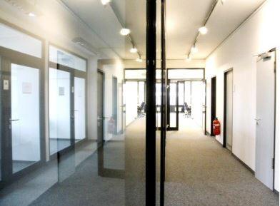 Eingang STOCK - Helle Büroflächen im Münchner Osten