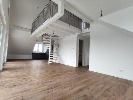 Wohnbereich Erstbezug: Dachterrassenwohnung mit Galerie und exkl. Marken-Einbauküche!