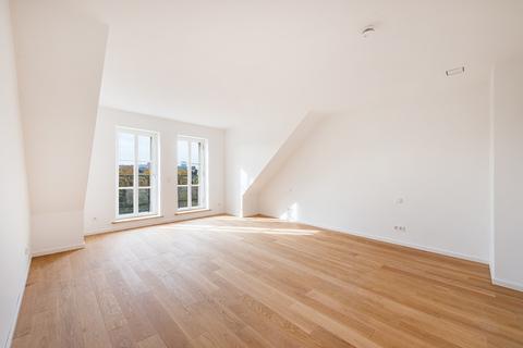 Master-Schlafzimmer Exzellent sanierte 3,5-Zimmer-Dachgeschoss-Wohnung in prächtigem Stadtpalais