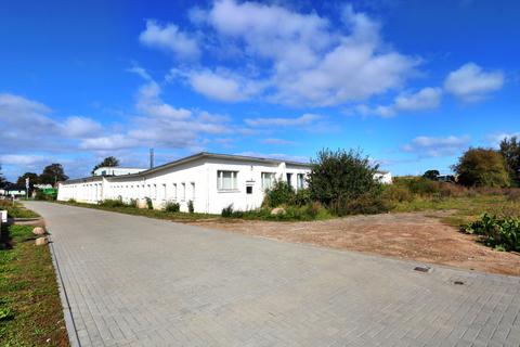Die gepflasterte Anwohnerzufahrt mit dem separaten Sandweg/-zufahrt Großes Grundstück mit individueller Bebauungsmöglichkeit!