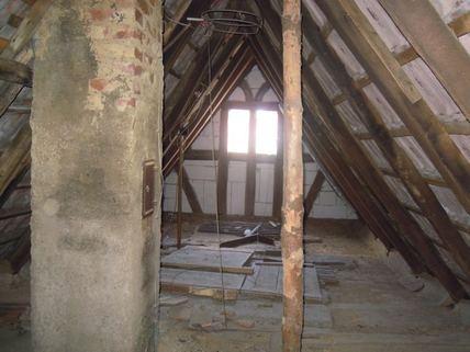 Spitzboden Ein Haus, das Geschichte erzählen kann